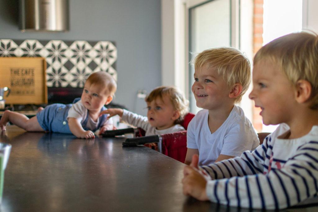photographie de famille - A table